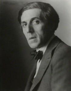 Humbert Wolfe (Milà, Itàlia, 5-01-1885 – Londres, Anglaterra, 5-01-1940)Fotografia de Walter Benington. National Portrait Gallery, Londres.